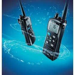 Walkie Marino ICOM IC-M73EURO VHF 6W con IPX8_sumergido en agua marina